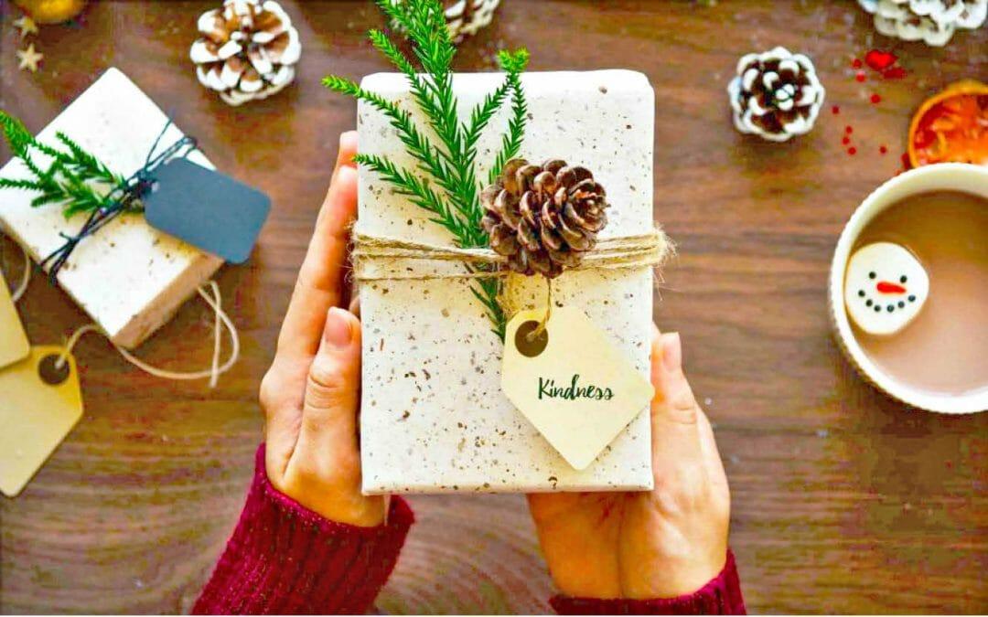 Répandre la gentillesse comme cadeau de vacances
