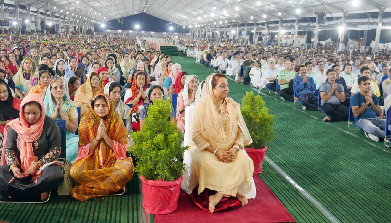 Crowd Indore Meditation Seminar