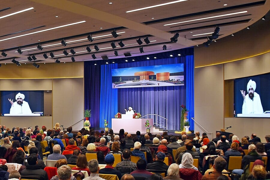 Sant Rajinder Singh responds to audience member during Question and Answer session on spiritual topics